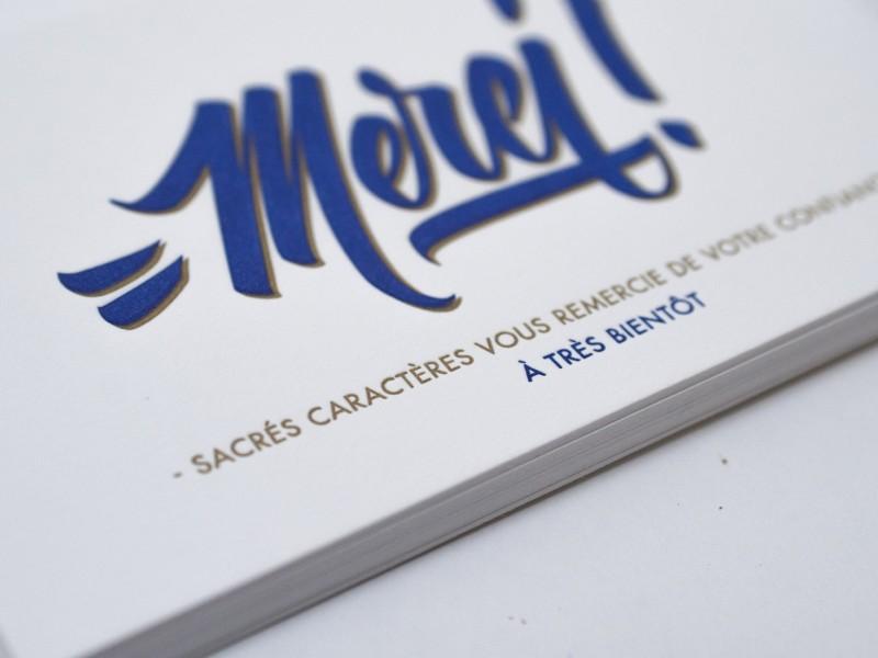 Carte de remerciement letterpress qui accompagnent les envois à nos clients. Impression deux couleurs sur papier Fedrigoni Old Mill 510g